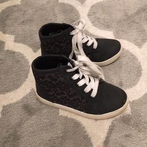 Report high sneakers